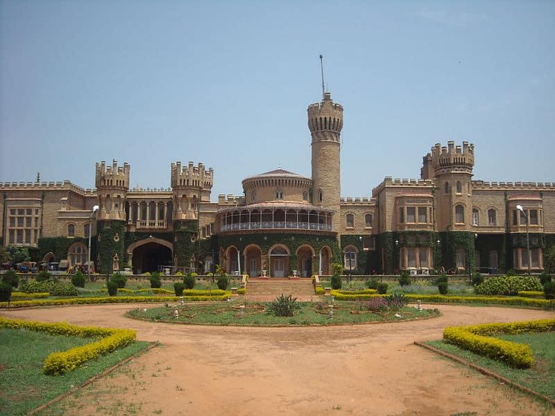 800px-Bangalore_palace
